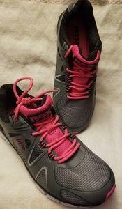 Ladies size 8 Sneakers Brand new